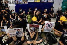 Rabu Malam, Ratusan Warga Hong Kong Gelar Aksi Duduk di Stasiun MRT