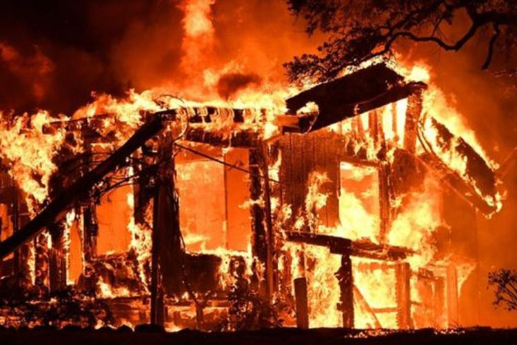 Selain Menewaskan Sedikitnya  Orang Dan Hampir  Orang Hilang Akibat Kebakaran Besar Di California