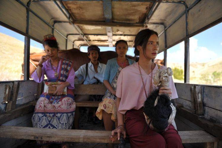 Salah satu adegan dalam film Marlina si Pembunuh dalam Empat Babak atau Marlina The Murderer in Four Acts.