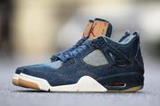 Pencinta Sneakers Tidur di Depan Toko demi Air Jordan 4 Berbahan Levi's