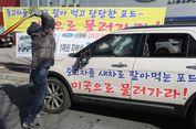Merasa Ditipu Diler, Pria Ini Hancurkan Mobilnya Pakai Pemukul Bisbol