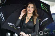 Gadis Payung Cantik di GP Qatar 2018 (Foto)