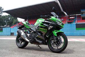 Ninja 250R Rebut Kembali Takhta, CBR250RR Anjlok!
