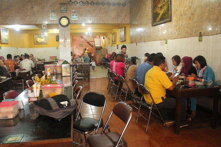 Sampai sekarang pun, Presiden Jokowi dan keluarga masih sering makan di tempat ini.