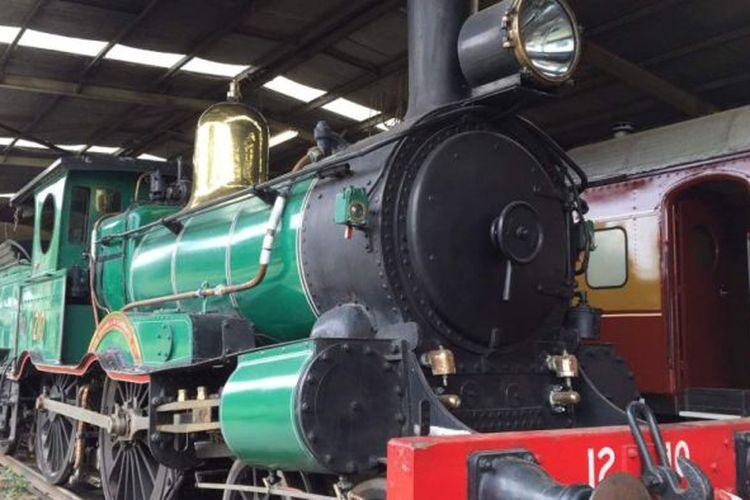 Lokomotif uap tertua 1210 yang beroperasi di Australia dibuat tahun 1878 dan diperbaiki sebagai proyek bicentennial 1988.