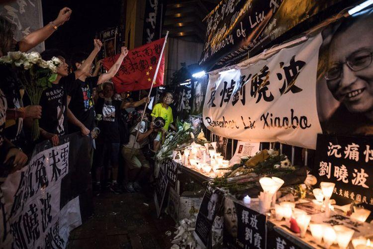 Ribuan warga Hong Kong, Sabtu malam (15/7/2017), turun ke jalan untuk mengenang kematian tokoh pro demokrasi Liu Xiaobo.