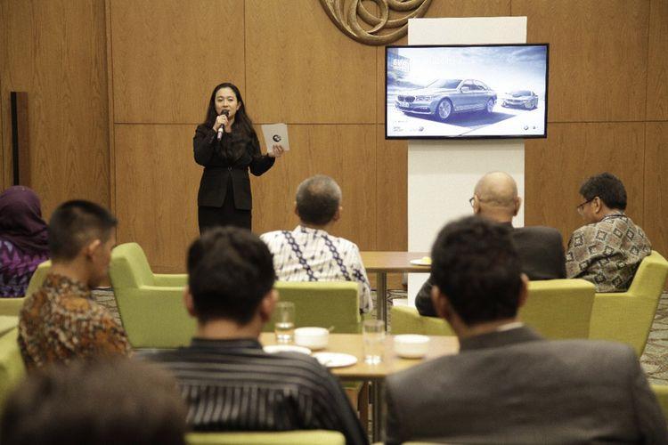 Jodie O'tania, Vice President Corporate Communications BMW Group Indonesia paparkan visi dan misi BMW di bidang electromobility di hadapan berbagai pemangku kepentingan industri otomotif Indonesia.