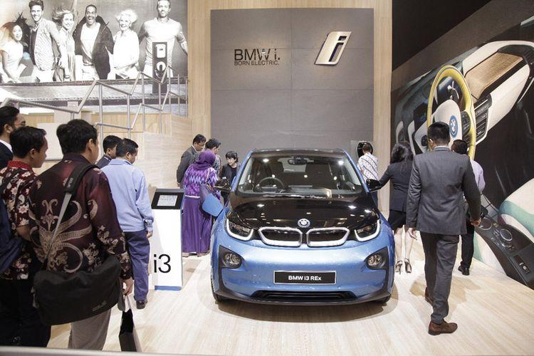 BMW i3 saat diperkenalkan di depan pihak kementerian terkait yang concern dengan e-mobility.