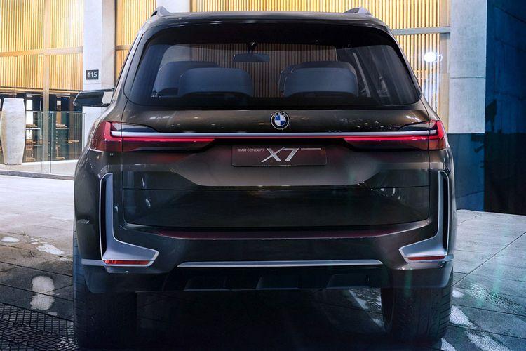 BMW X7 bagian belakang.