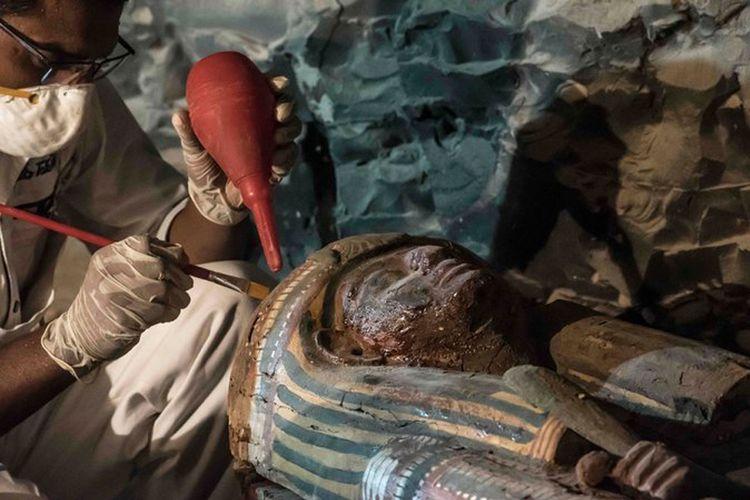 Sarkofagus kayu yang ditemukan di makam Amenemhat