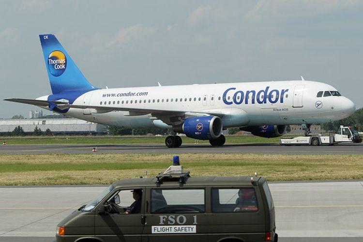 Pesawat milik maskapai Condor