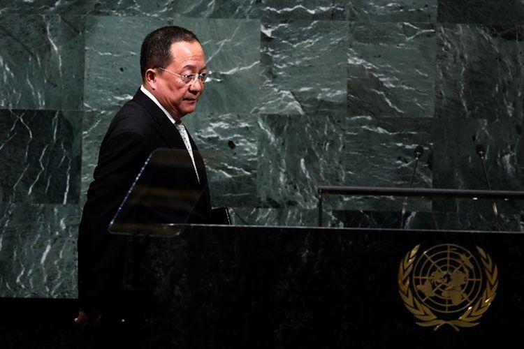 Menteri Luar Negeri Korea Utara Ri Yong Ho berbicara di muka Majelis Umum Perserikatan Bangsa-bangsa (PBB) di markas besar PBB di New York,  23 September 2017.