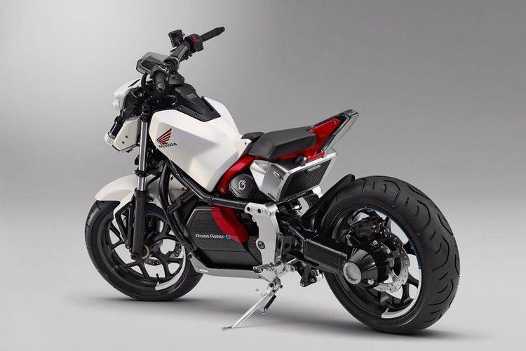 Honda Riding Assist-e Concept menggunakan teknologi robotik untuk menyeimbangkan diri.