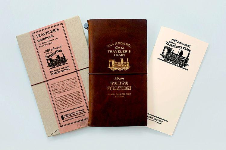 Buku catatan perjalanan, selotip bermotif, dan banyak pernak-pernik lainnya yang bisa dijadikan sebagai rekam jejak selama melakukan wisata di Tokyo.