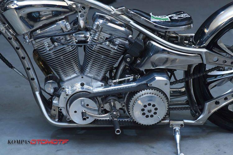Motor berbasis Harley-Davidson Softail Evolution 1995 yang dibuat menggunakan stainless-steel oleh Kromwork mendapatkan gelar Best Kustom Bike Show di Kustombike 2017.