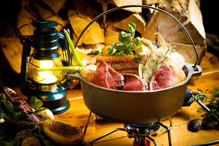 Masakan ala glamping di restoran Inoshikacho yang terletak di daerah Omiya, Prefektur Saitama, Jepang.