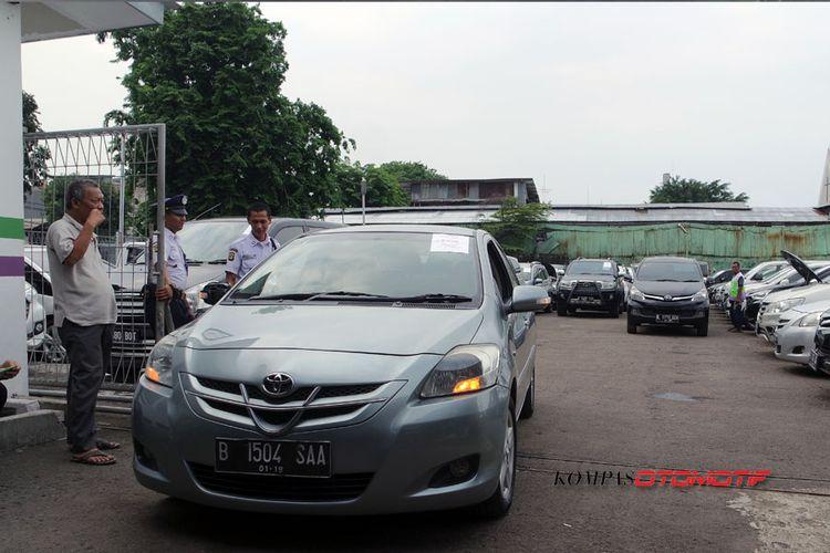 Beli Mobil Tarikan Leasing Di Pelelangan