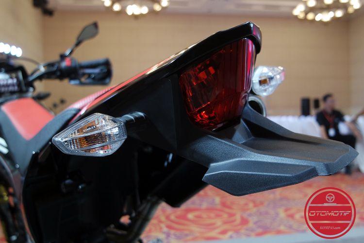 Spakbor Honda CRF150L dipasang setengah.