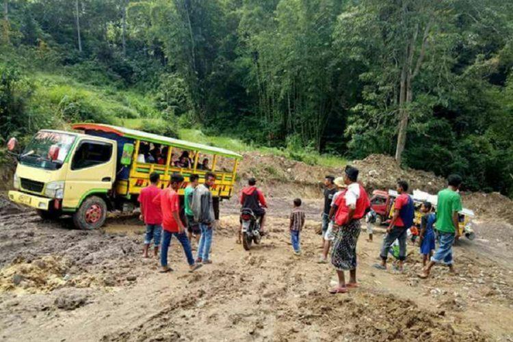 Kondisi jalan provinsi di Nusa Tenggara Timur.