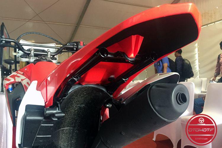 Spakbor Honda CRF150L dicopot semua.
