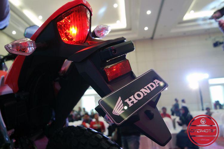 Spakbor Honda CRF150L terpasang penuh.