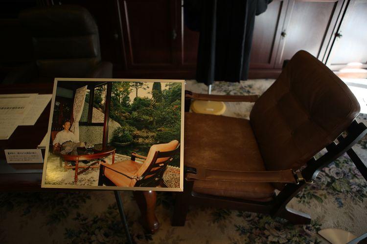 Kursi sofa tempat Toshio Kashio bekerja mengembangkan berbagai penemuan dan kreasinya. Benda ini menjadi koleksi yang dipajang di museum Kashio, Tokyo.