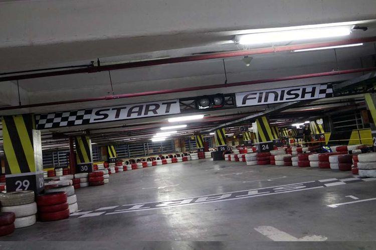 Arena gokar Speedy Karting kini resmi menggunakan lokasi baru indoor di area parkir Plaza Semanggi lantai 8, Jakarta Selatan., Kamis (11/1/2018). Sebelumnya berada di Hanggar Teras, Pancoran, Jakarta Selatan, sejak 2001.
