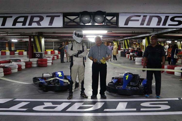 Arena gokar Speedy Karting kini resmi menggunakan lokasi baru di area parkir Plaza Semanggi lantai 8, Jakarta Selatan., Kamis (11/1/2018). Sebelumnya berada di Hanggar Teras, Pancoran, Jakarta Selatan, sejak 2001.