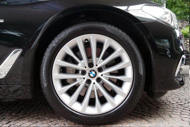 Pelek W-Spoke style 632 pada BMW 530i (G30).