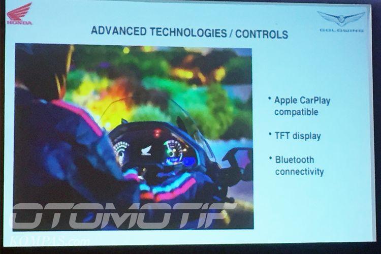 Honda Gold Wing 2018 jadi sepeda motor pertama yang menggunakan fitur Apple Car Play.