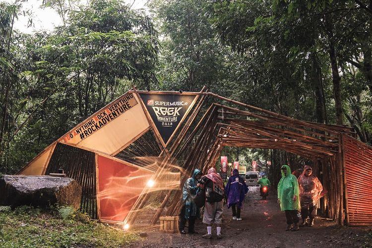 Suasana halaman arena konser Rockadventure 2018 di perkemahan Wonogondang Camp, Yogyakarta.