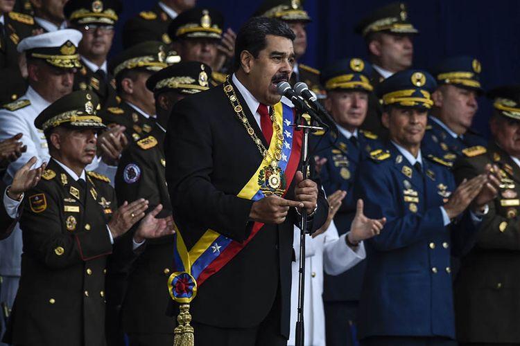 Presiden Venezuela Nicolas Maduro saat memberikan pidato dalam peringatan Ulang Tahun Tentara Venezuela ke-81 di Caracas, Sabtu (4/8/2018), sesaat sebelum terjadi serangan drone bermuatan bom.