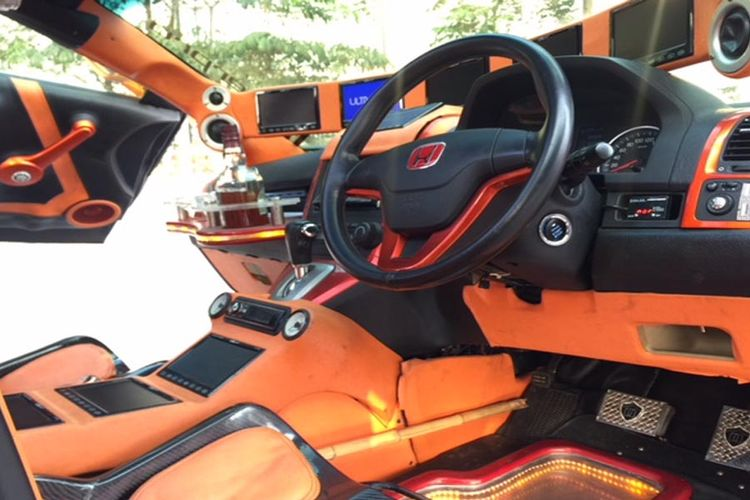 Interior Honda CR-V yang dimodifikasi