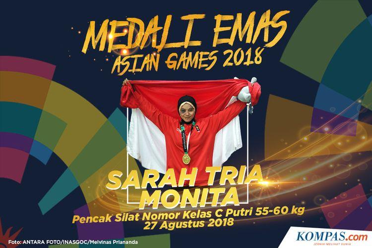 Pesilat Indonesia, Sarah Tria Monita berpose usai penyerahan medali emas nomor kelas C putri 55-60 kg Asian Games 2018 di Padepokan Pencak Silat Taman Mini Indonesia Indah (TMII), Jakarta, Senin (27/8/2018).