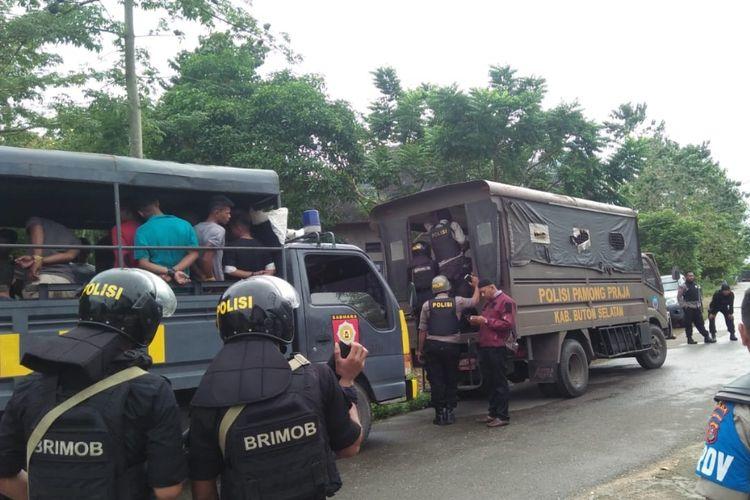 81 terduga pelaku pembakaran rumah di Desa Gunung Jaya, kabupaten Buton, Sultra ditangkap tim gabungan TNI /Polri, Sabtu (8/6/2019).
