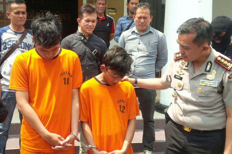 Kapolrestabes Bandung Kombes Pol Irman Sugema tengah melakukan ekspose ungakapan pelaku begal di Mapolrestabes Bandung, Kota Bandung, Kamis (23/8/2018).
