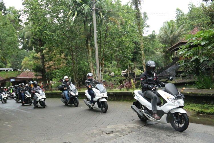 Touring dan Bakti Sosial ala Komunitas Honda PCX