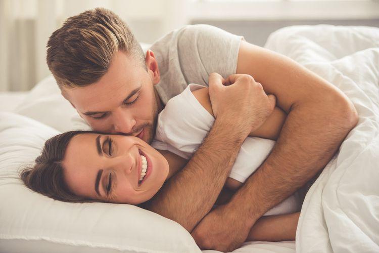 Survei Buktikan, Banyak Pasangan Berfantasi Memeluk Orang Lain
