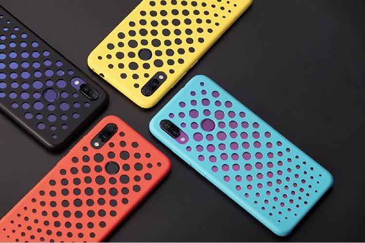 Casing resmi Redmi Note 7 yang dianggap mirip casing iPhone 5C.