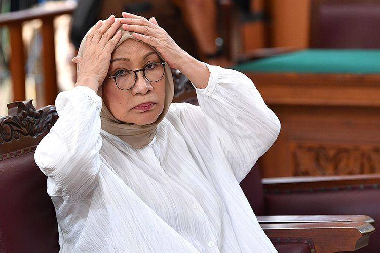 Terdakwa kasus dugaan penyebaran berita bohong atau hoaks Ratna Sarumpaet menjalani sidang putusan di Pengadilan Negeri Jakarta Selatan, Jakarta, Kamis (11/7/2019). Majelis Hakim menjatuhkan hukuman dua tahun penjara terhadap Ratna Sarumpaet.