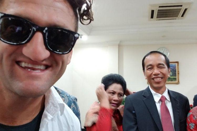 YouTuber Casey Neistat bertemu Presiden RI Joko Widodo.