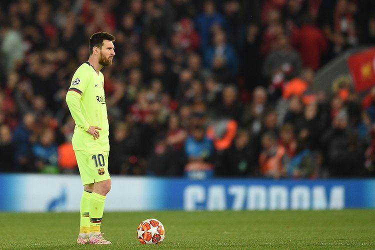 Ekspresi penyerang Barcelona Lionel Messi setelah tim lawan, Liverpool, meraih gol keempat pada leg kedua semifinal Liga Champions di Stadion Anfield, Selasa (7/5/2019) atau Rabu dini hari Wib. Liverpool menang besar atas Barcelona dengan skor 4-0 dan membuat The Reds berhak lolos ke final dengan keunggulan agregat 4-3.