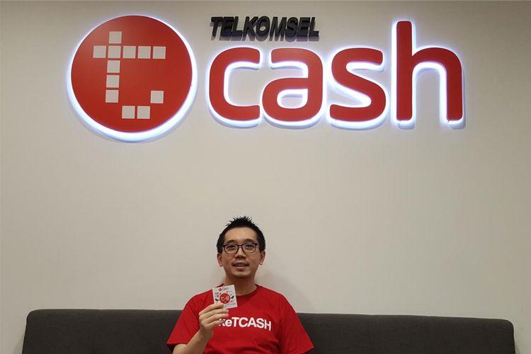 CEO T-Cash Telkomsel Danu Wicaksana mengumumkan uji coba fitur pemberi dana pinjaman untuk masyarakat pedesaan, Selasa (5/12/2017) di Jakarta.