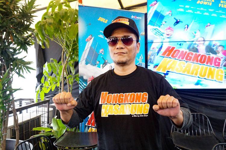 Rapper Iwa Kusuma atau Iwa K diabadikan di Senayan City, Jakarta Pusat, Senin (12/2/2018).