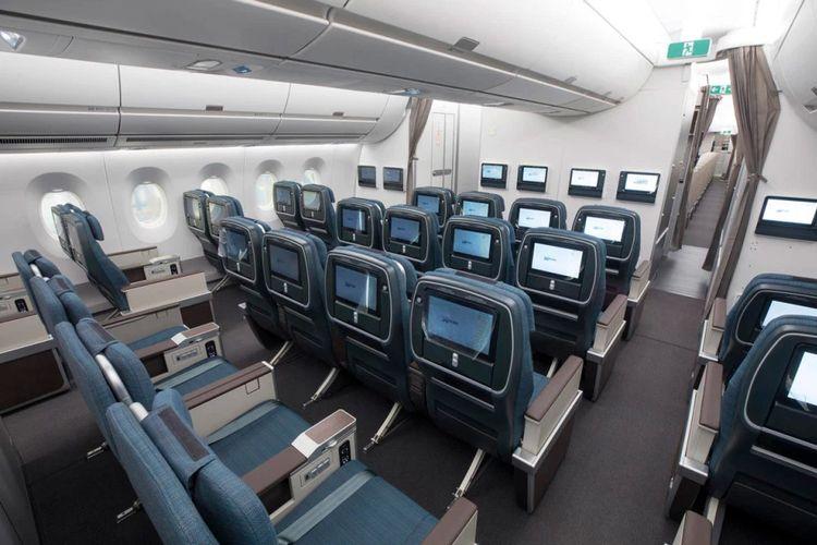 Kabin maskapai Cathay Pacific dengan perangkat IFE.