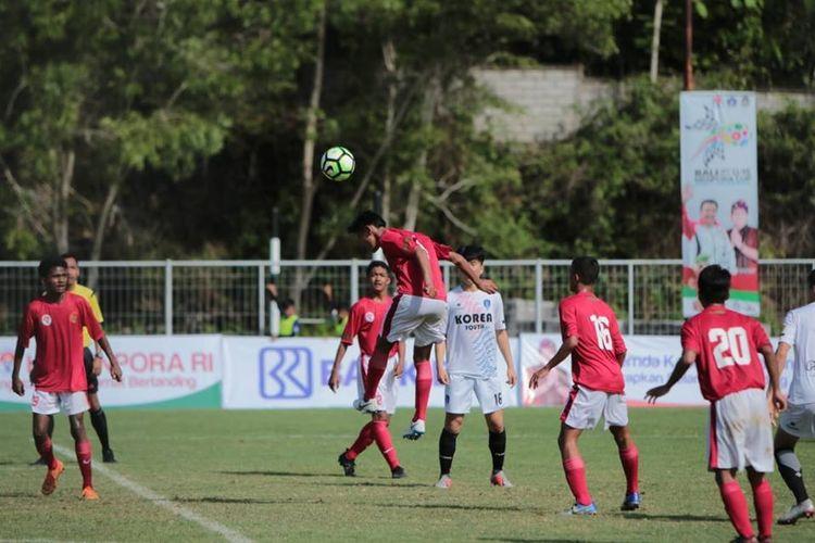 Timnas Pelajar U-15 besutan Kemenpora meraih kemenangan kedua saat melakoni Bali International Football Championship (IFC) 2018 Piala Menpora dengan mengandaskan wakil Korea Selatan, Busan FC melalui skor akhir 3-0 ketika berlangsung di Lapangan Pecatu, Badung, Bali, Selasa (4/12/2018).