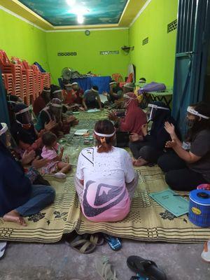 Salah satu pertemuan ibu-ibu di Kampung Gilingan, Surakarta, Jawa Tengah, di tengah situasi pandemi Covid-19.