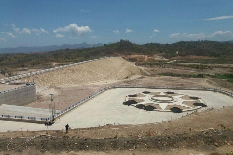 Pekerjaan minor Bendungan Raknamo yang masih tersisa terkait hidromekanikal yakni turbin dan perapian.