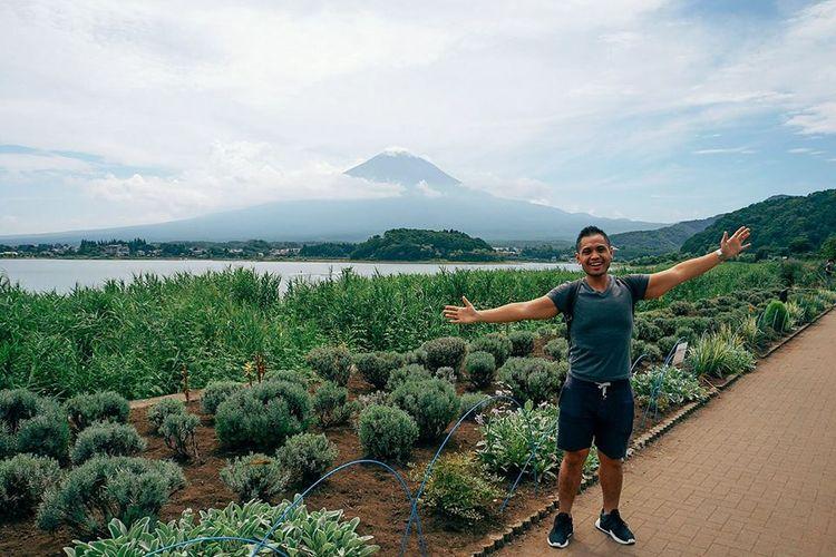 I Made Mahendra Budhiastra berpose di kawasan Kawaguchi, Jepang.