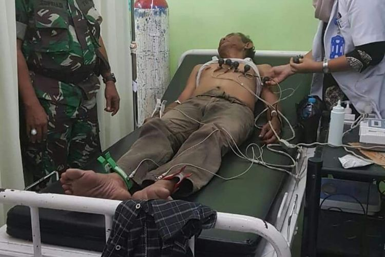 Mustafa saat menjalani pemeriksaan di RS Kartika Husada, Pontianak (28/6/2018)